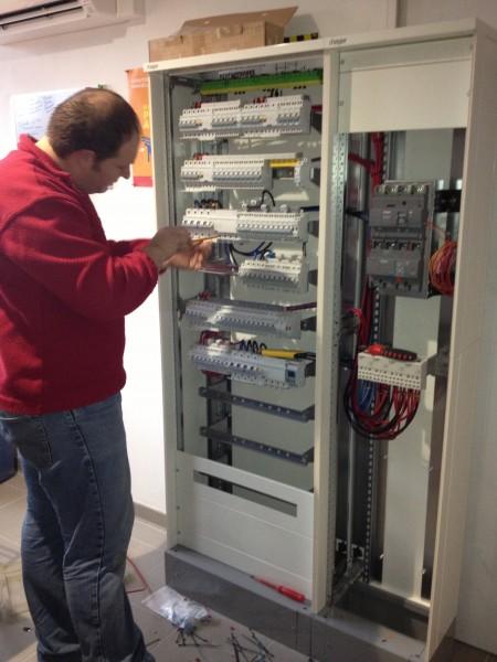 installation d'un tableau 250 Ampères à l'école de Foulain par les électriciens Hatterer électricité Langress